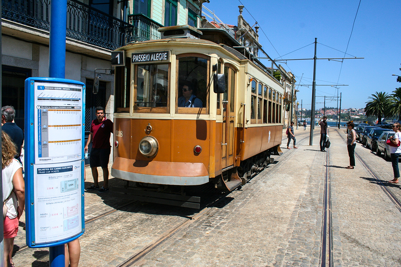 Die historische Tramlinie 1 in Porto