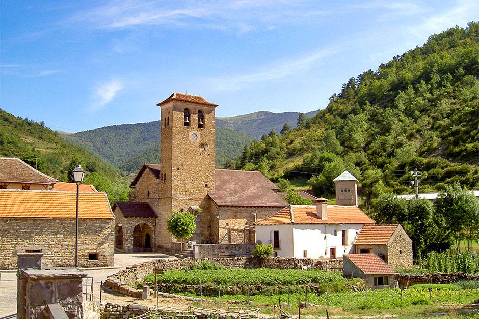 Das Bergdorf Hecho in den spanischen Pyrenäen