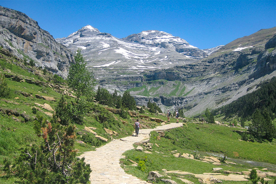 Wanderung im Ordesa-Tal. Im Hintergrund der Monte Perdido