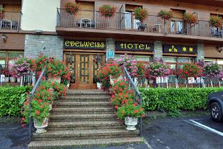 Eingangsbereich des Hotel Edelweiss in Torla