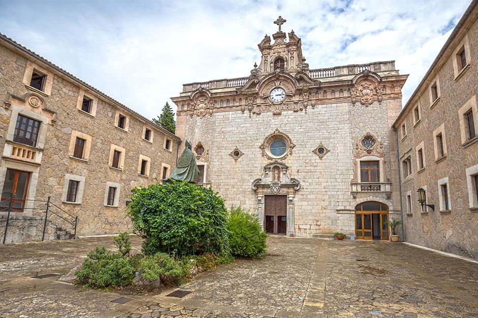 Kloster Lluc von Aussen