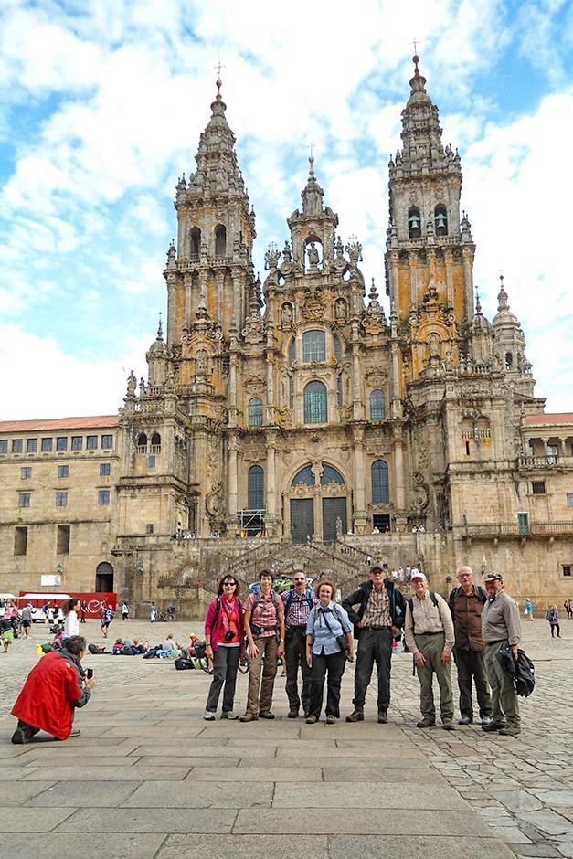 PURA-Reisegruppe vor der Jakobus-Kathedrale