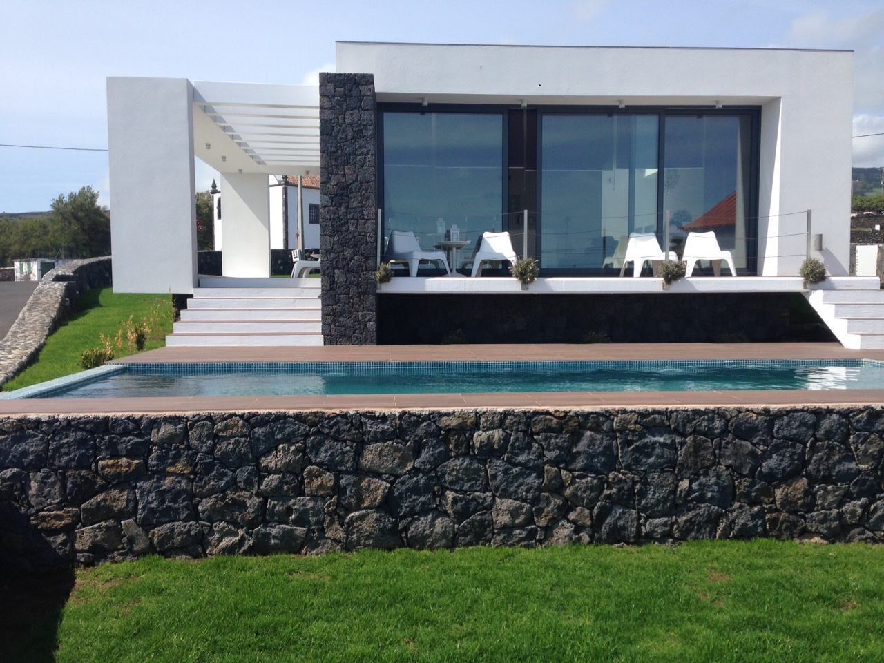 Casa das Cinco_Terrasse mit Pool 2