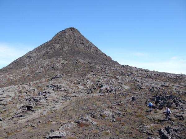 Pico_Krater und kleine Spitze mit Gipfel