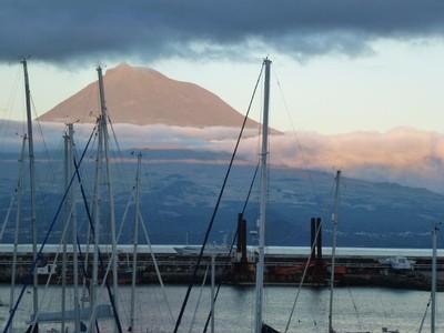 Faial_Yachthafen mit Picoblick
