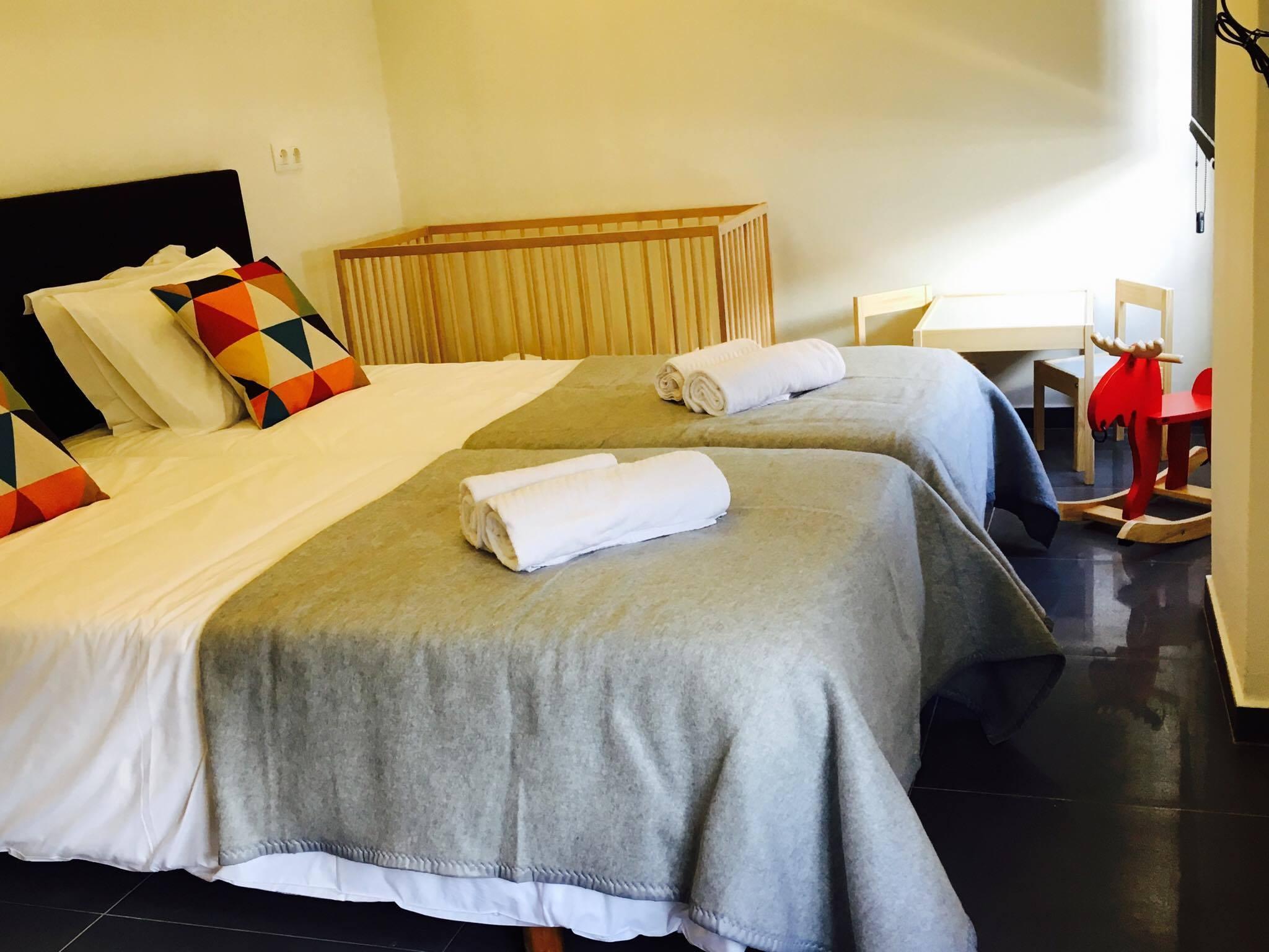 Globo Happy Hostel_Beispiel Doppelzimmer mit Babybett