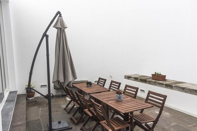 My Angra Boutique Hostel_Innenhofterrasse mit Sitzgelegenheiten
