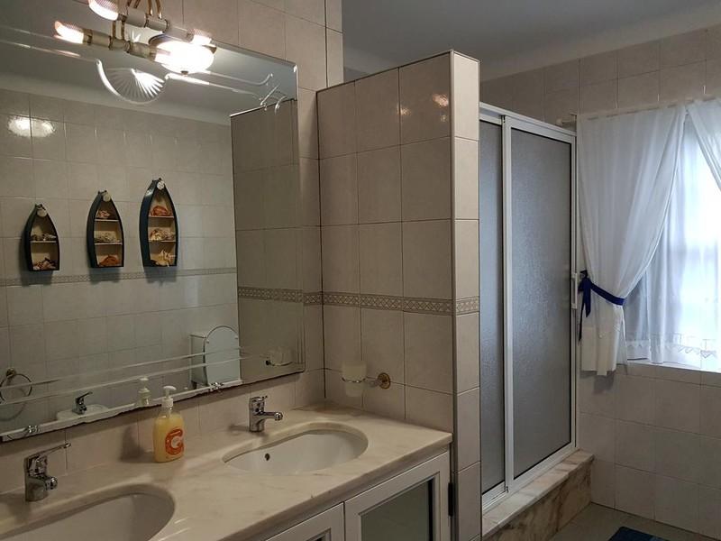 Casa Marques_bathroom example