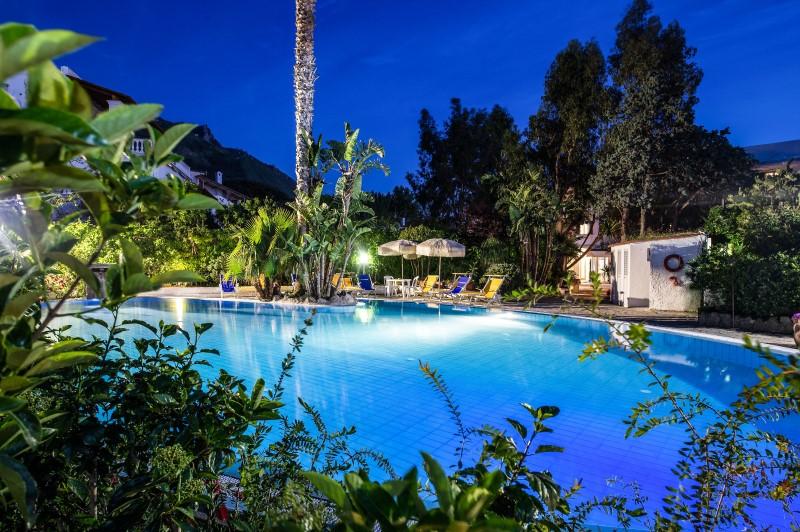 Abendstimmung am Pool©Hotel San Francesco.jpg