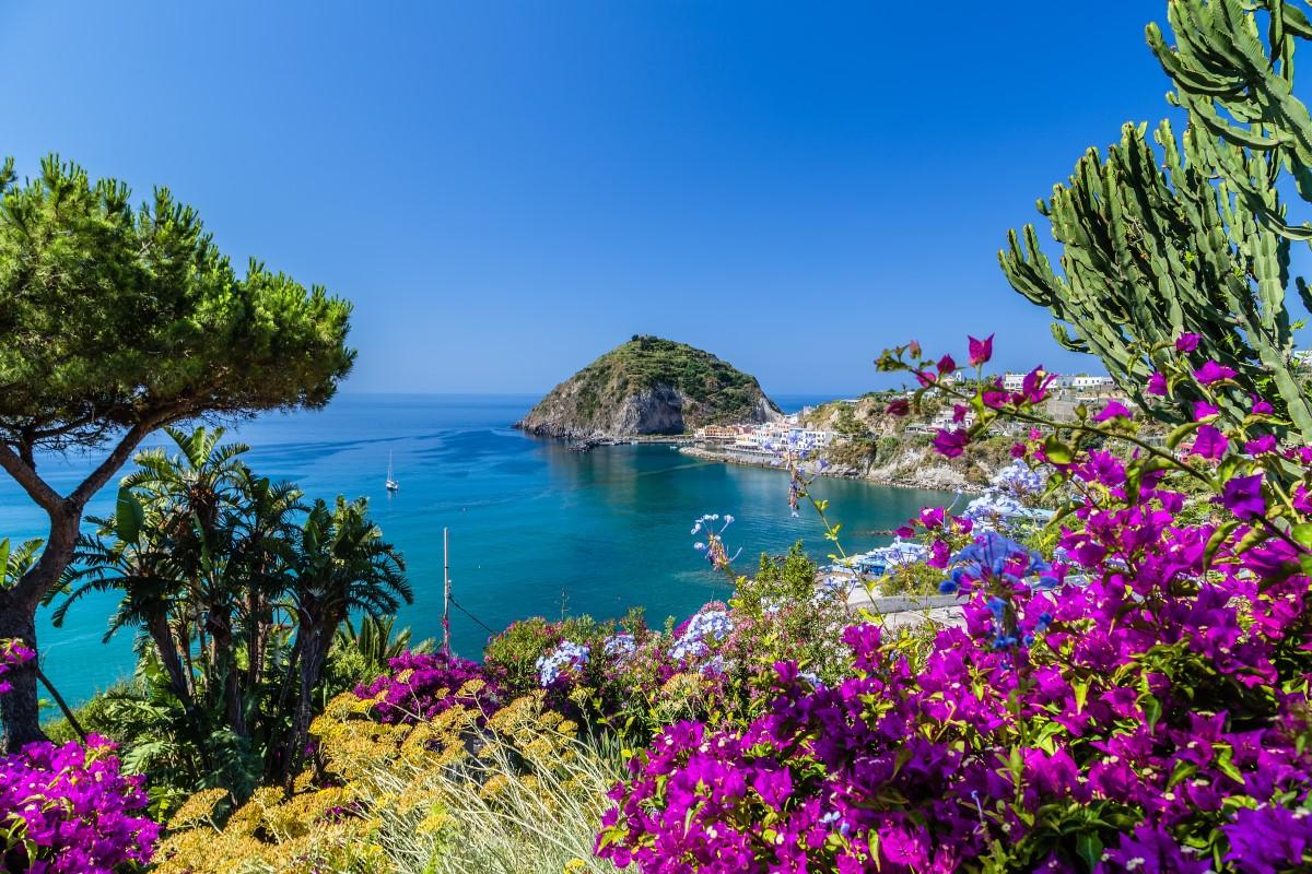 Ischia©gonewiththewind_123rf.com