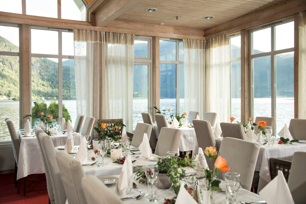 Blick ins Restaurant Hofslund Fjord Hotel