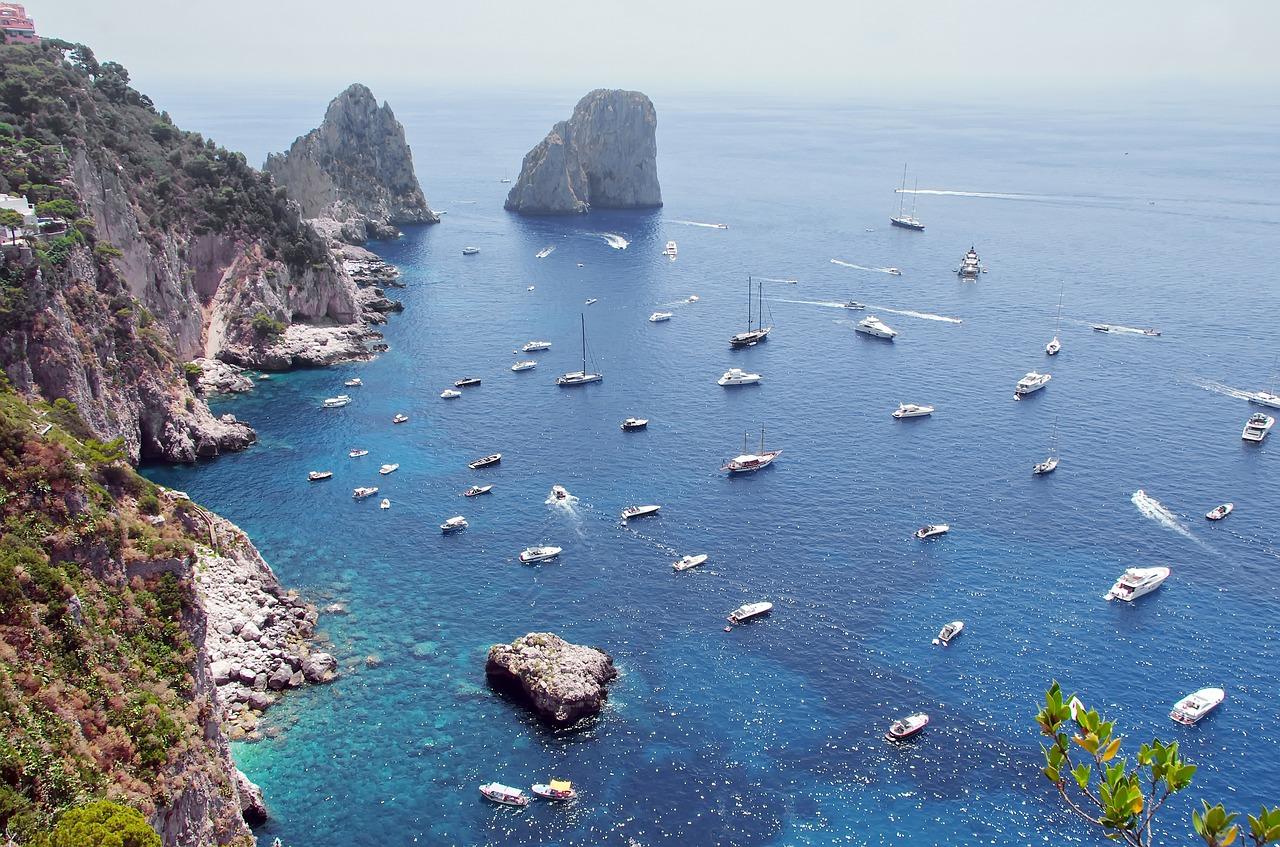 schroffe Steilküste auf Capri