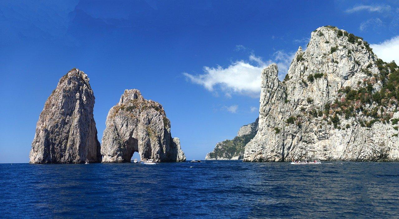 Faraglioni Felsentor auf der Insel Capri